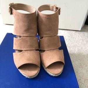 Cute Apt 9 Wedge Sandals